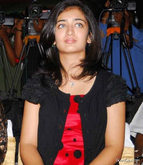 Pretty Akshara Haasan Photo Gallery