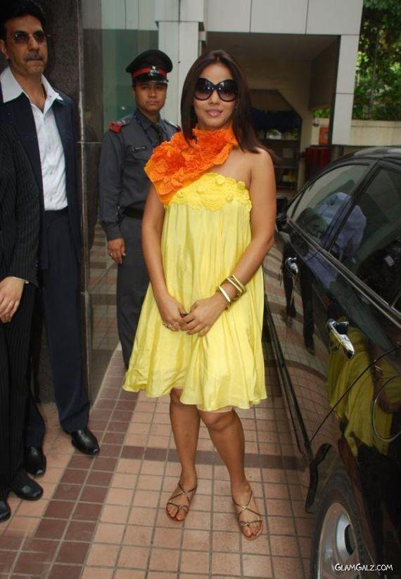 Neetu Chandra Inaugrates Gitanjali Store