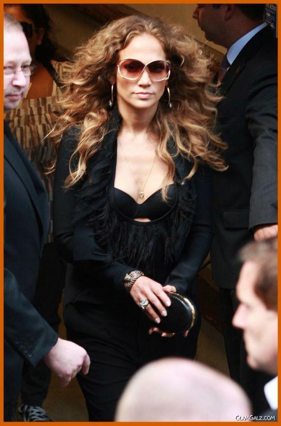 Jennifer Lopez Greeting Her Fans