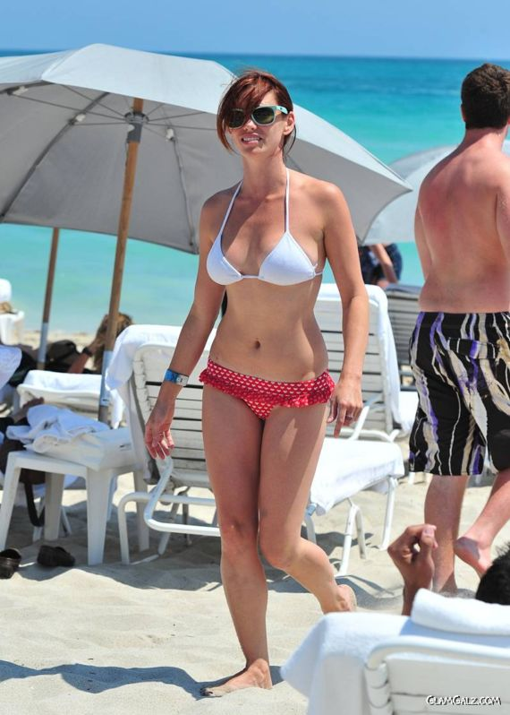 Jessica Sutta On The Miami Beach