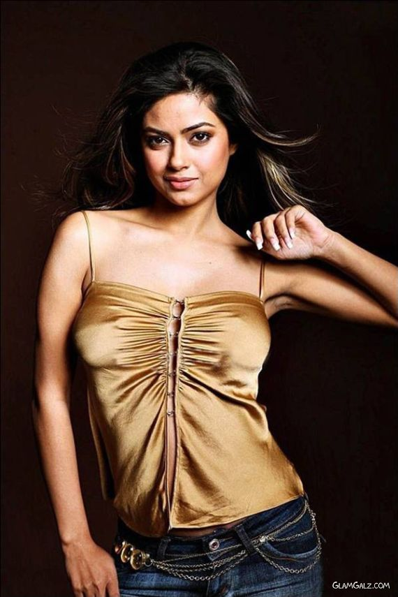 Charming Meera Chopra Photoshoot
