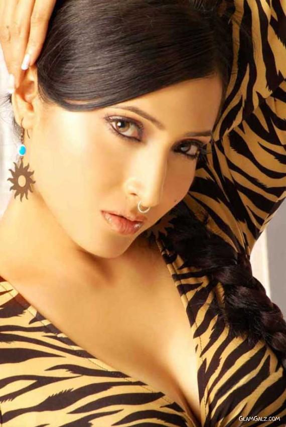Glamourous Pooja Bharti Photoshoot