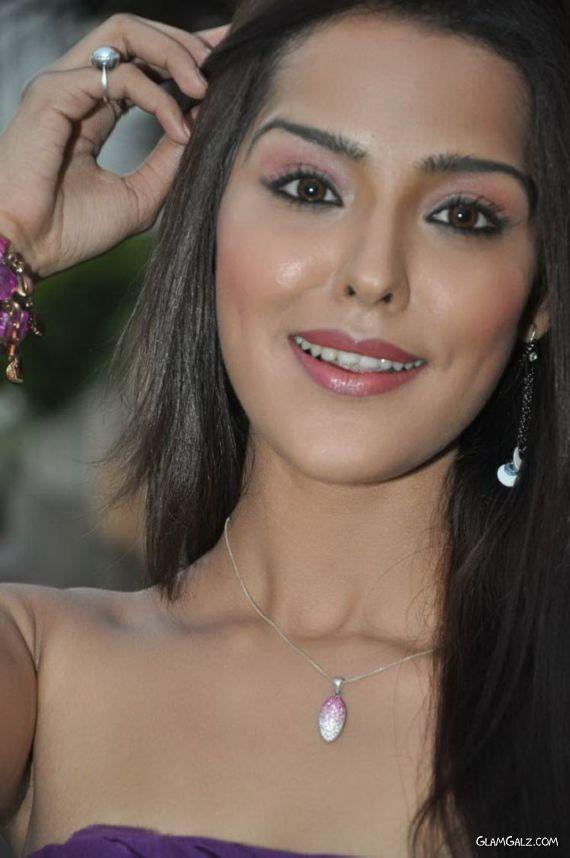 Upcoming Tollywood Actress Priyanka Chhabra