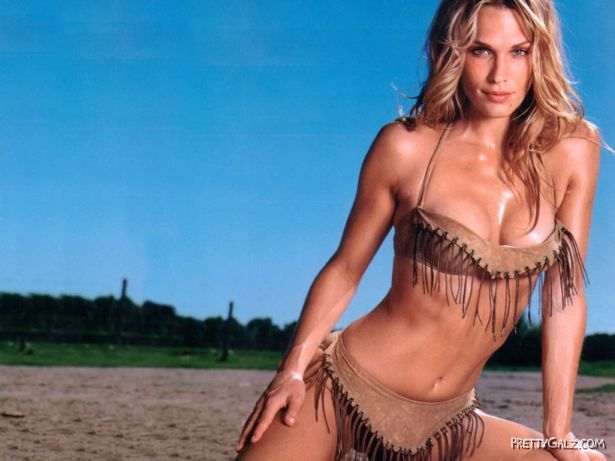 Molly Sims Hot Photoshoot