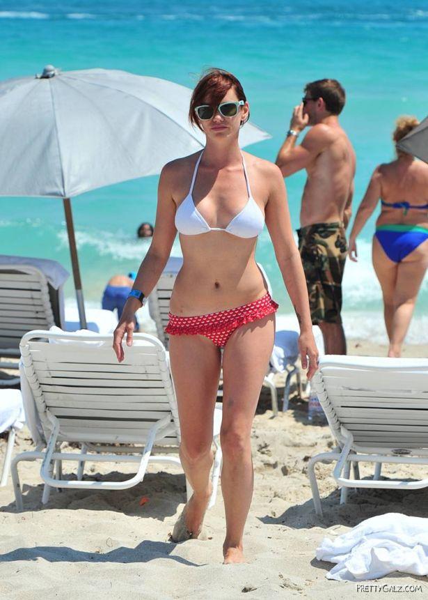Jessica Sutta On The Miami Beach